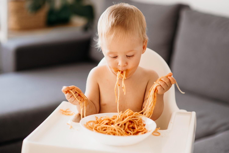 Hvornår må baby få kød? Guide til hvad børn må spise og hvornår